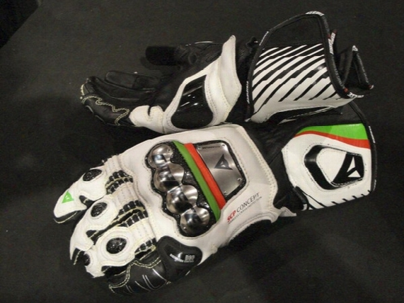 Wholesale- Free Shipping Denis Full Titanium Alloy Motorrcycle Gloves Carbon Fiber Racing Gloves Motorcycle Riding Gloves
